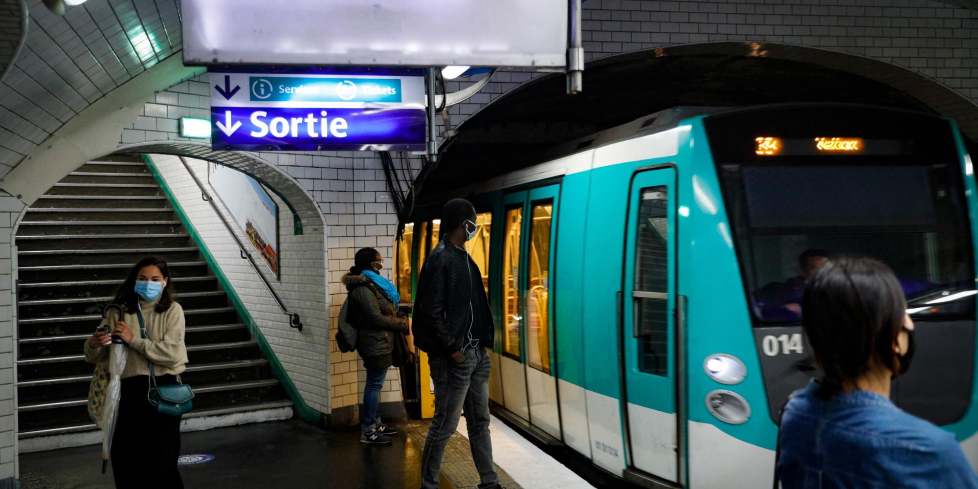 """""""Ça m'a manqué"""" : les musiciens du métro savourent leur retour dans les stations"""