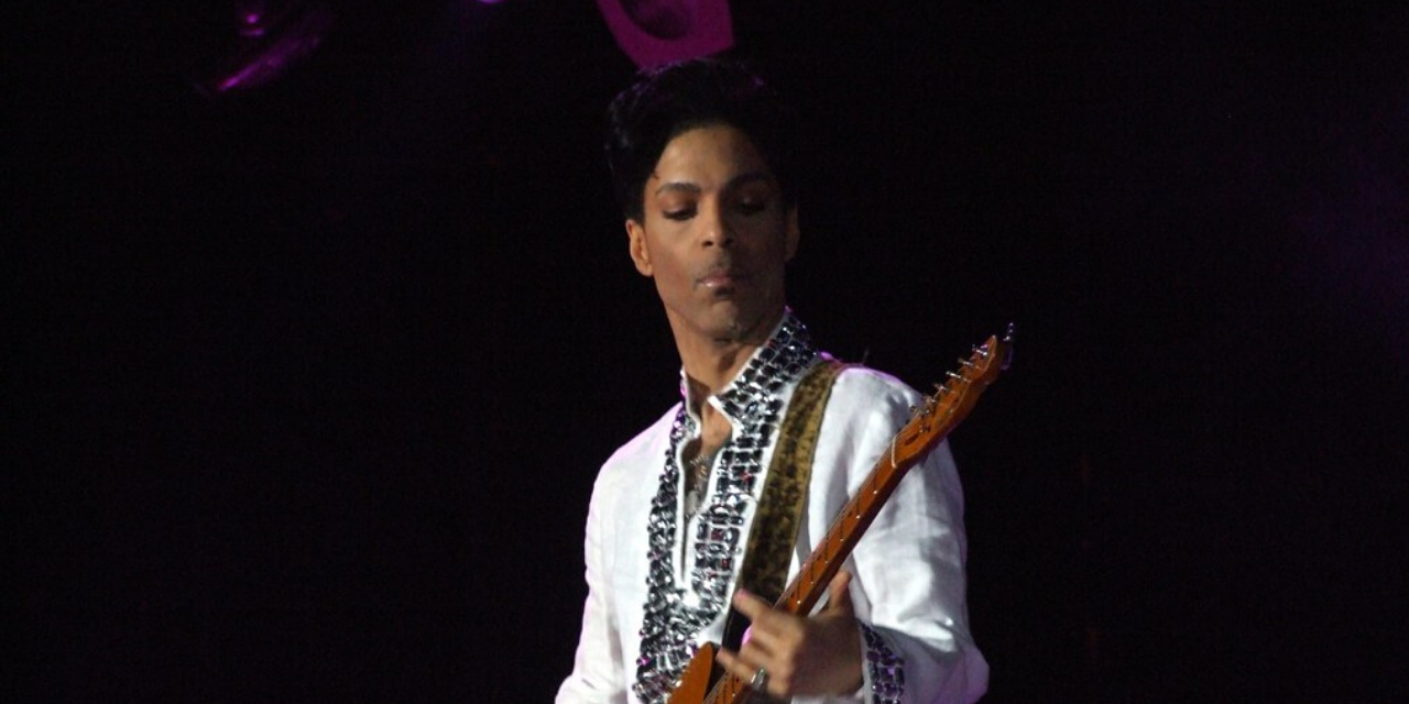 Deux ans après son décès, des inédits de Prince disponibles