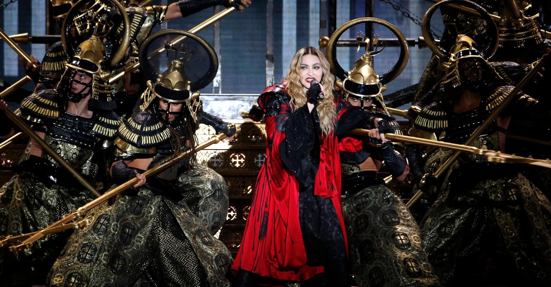 Madonna à Paris : malgré une (très longue) attente, un concert immanquable