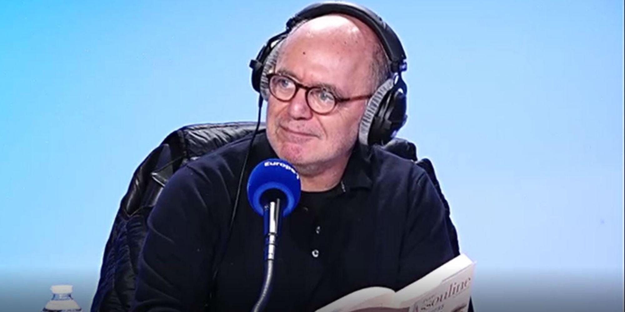 """VIDÉO - Quand Pierre Assouline récite """"Tu seras un homme, mon fils"""", dans les studios d'Europe 1"""