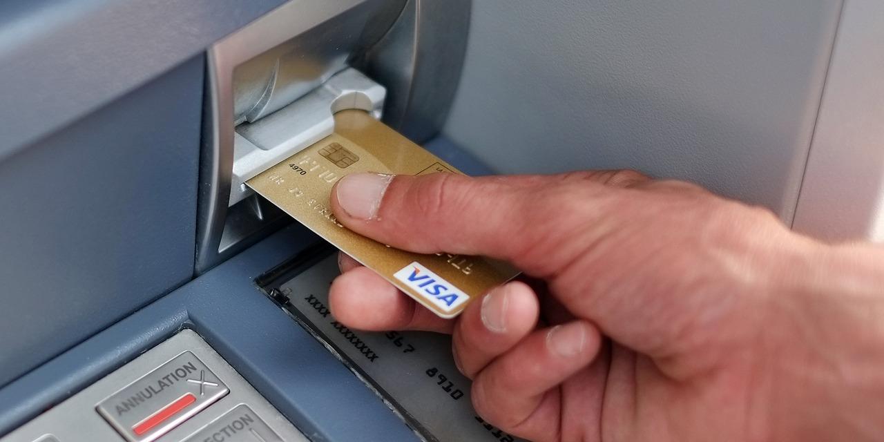 ÉDITO - Vos dépôts bancaires bientôt taxés