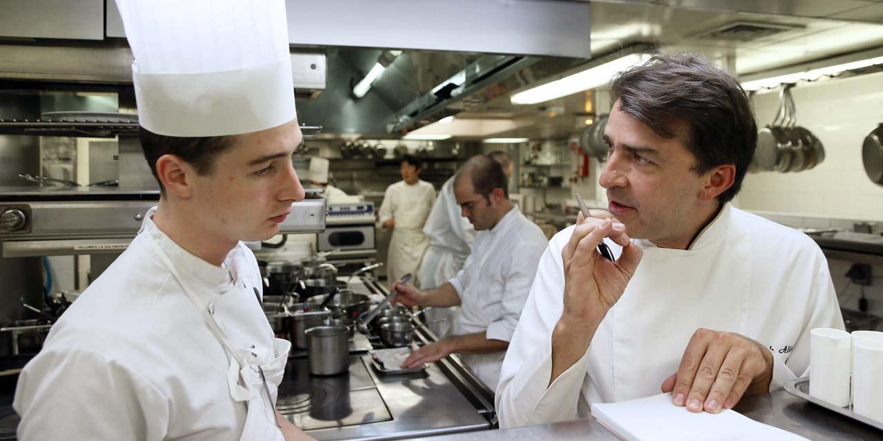 Guide Michelin 2015 Dans Les Cuisines Du Chef Trois Etoiles Alleno