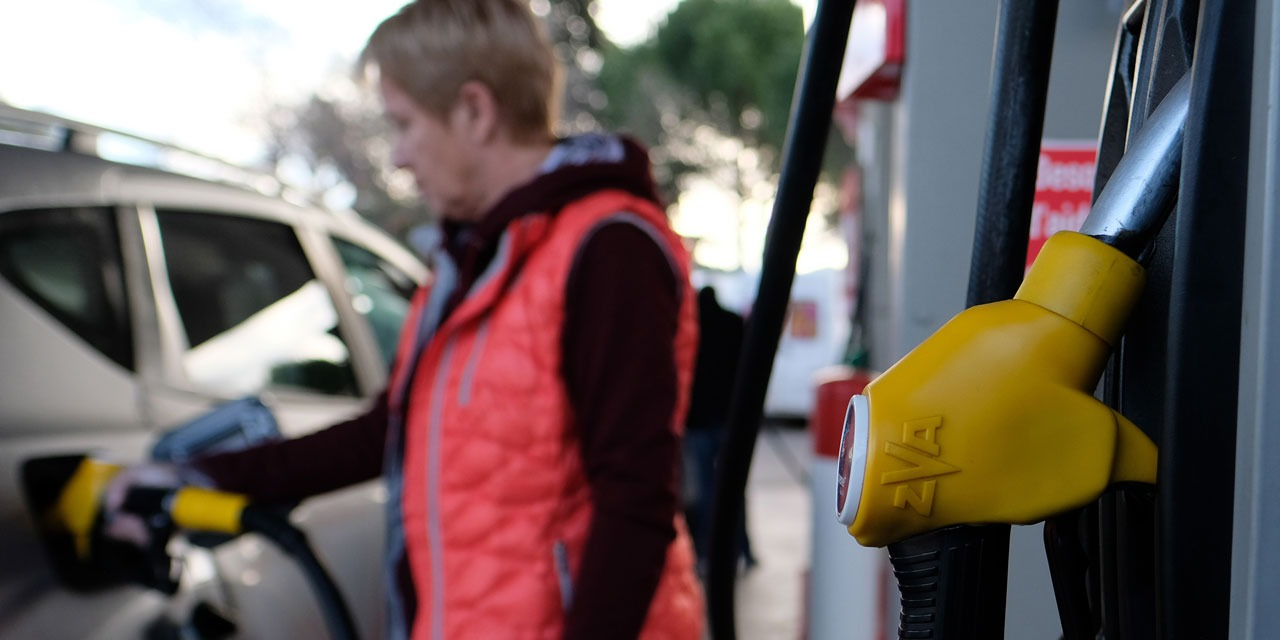 Pourquoi la hausse des prix du carburant est liée à la vaccination contre le Covid-19