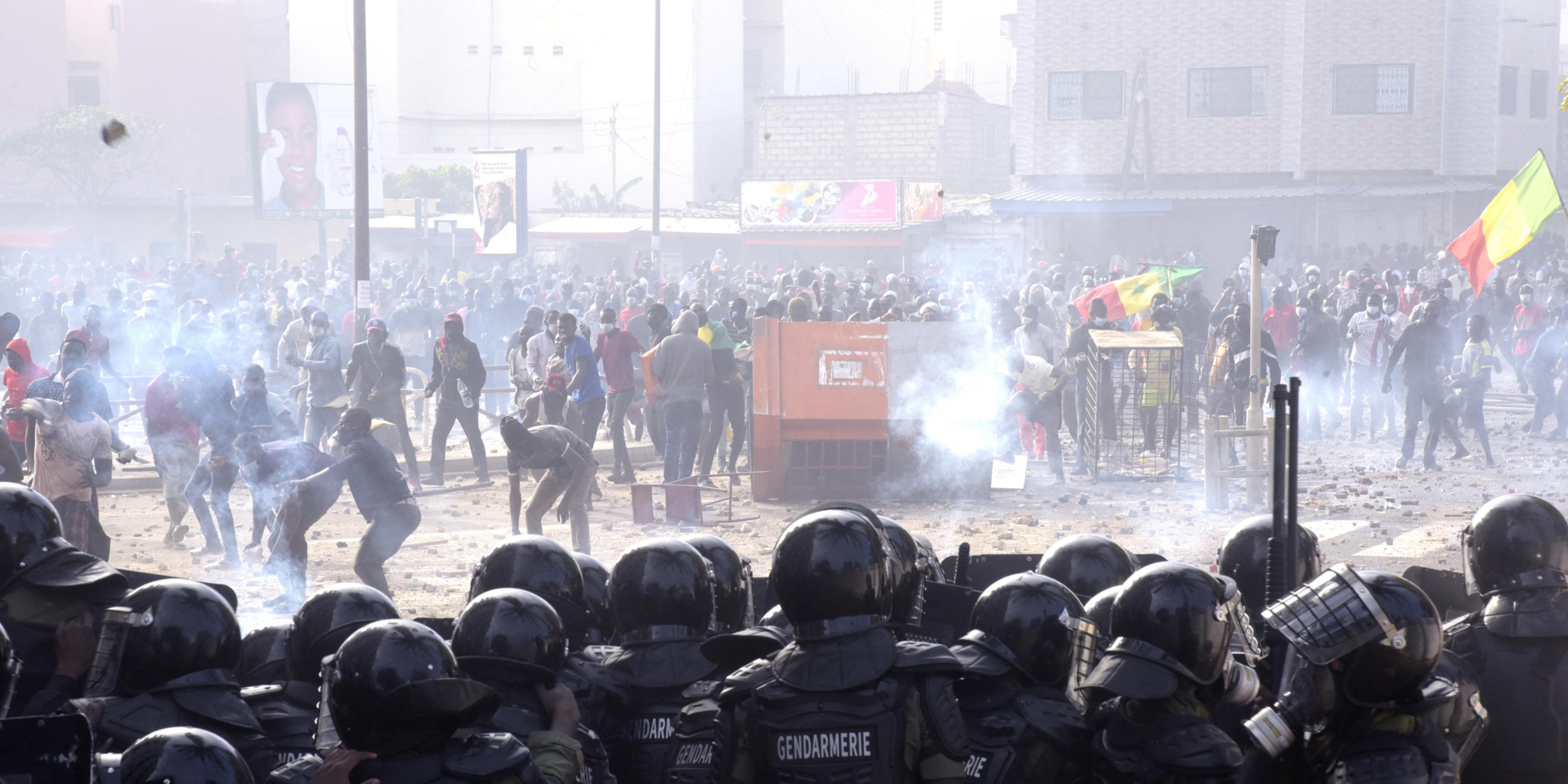 Sénégal : après plusieurs jours de troubles, la contestation appelle à de  nouvelles manifestations