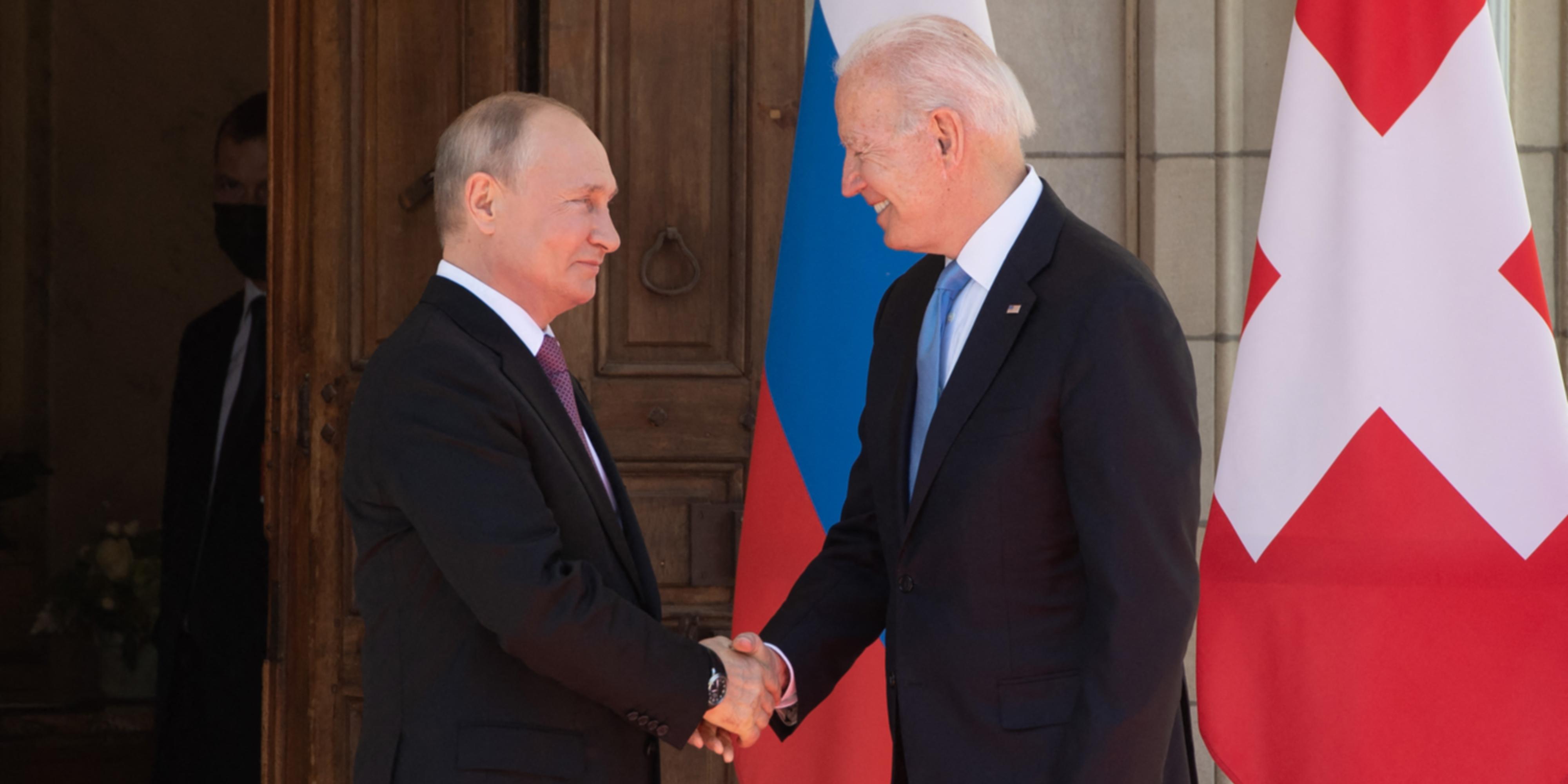 """Rencontre Biden-Poutine : """"Cette rencontre, c'est déjà un miracle"""""""