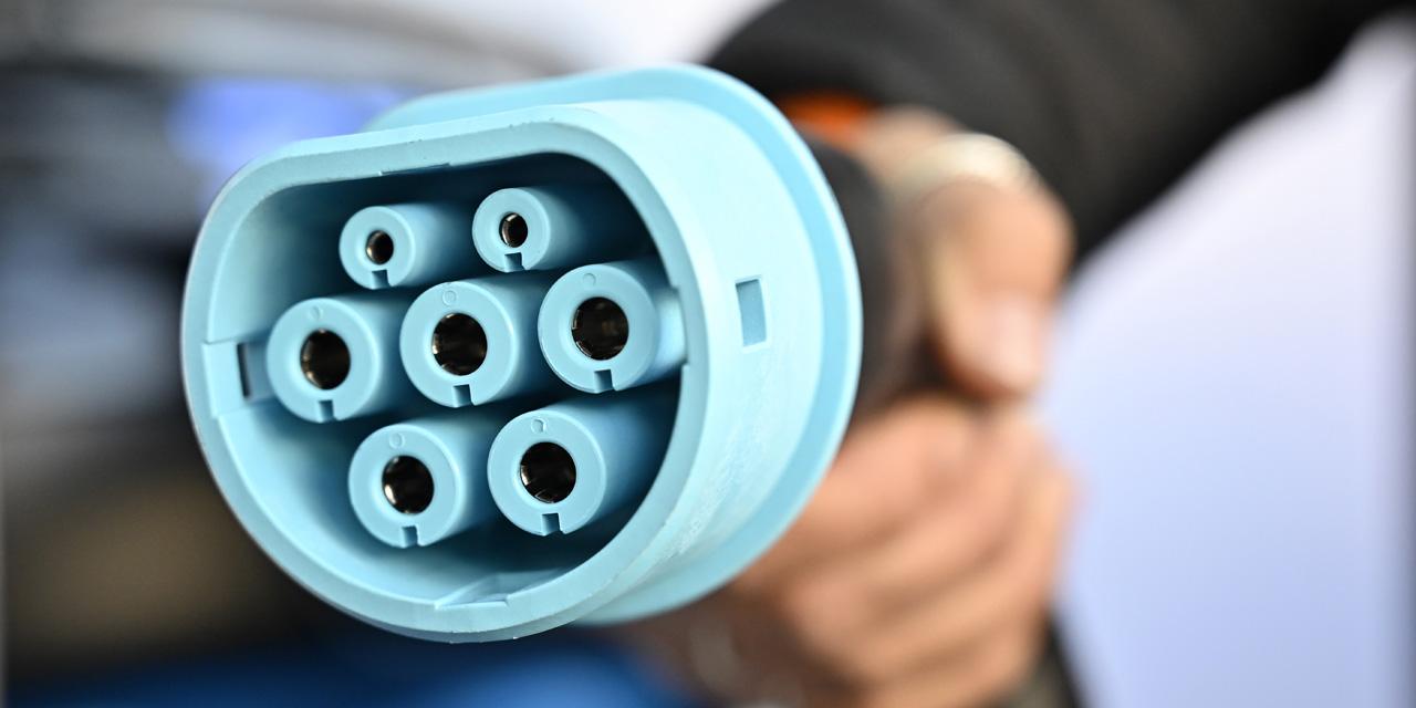"""Salon de l'auto de Francfort : """"Il faut pouvoir recharger sa voiture électrique aussi rapidement que son..."""
