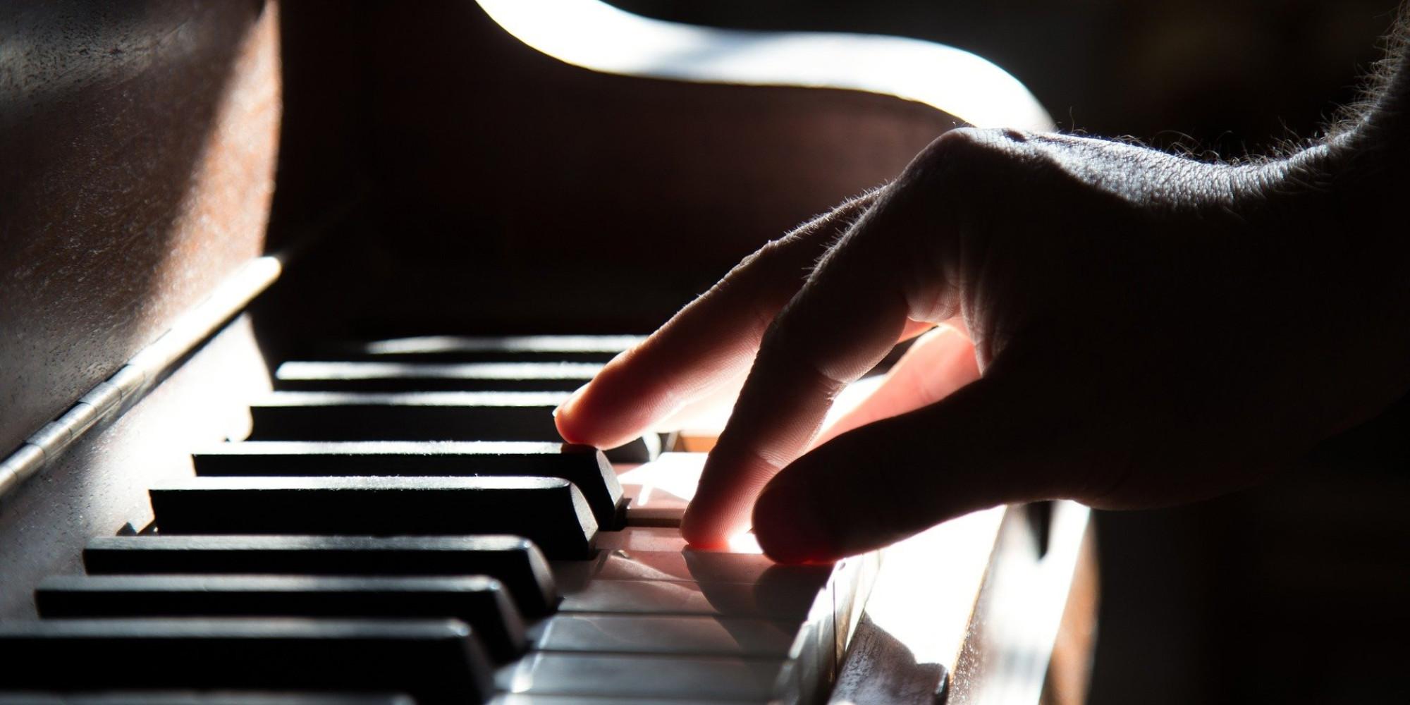 Une pianiste anglaise rencontre le succès... en se faisant passer pour un homme - Europe 1
