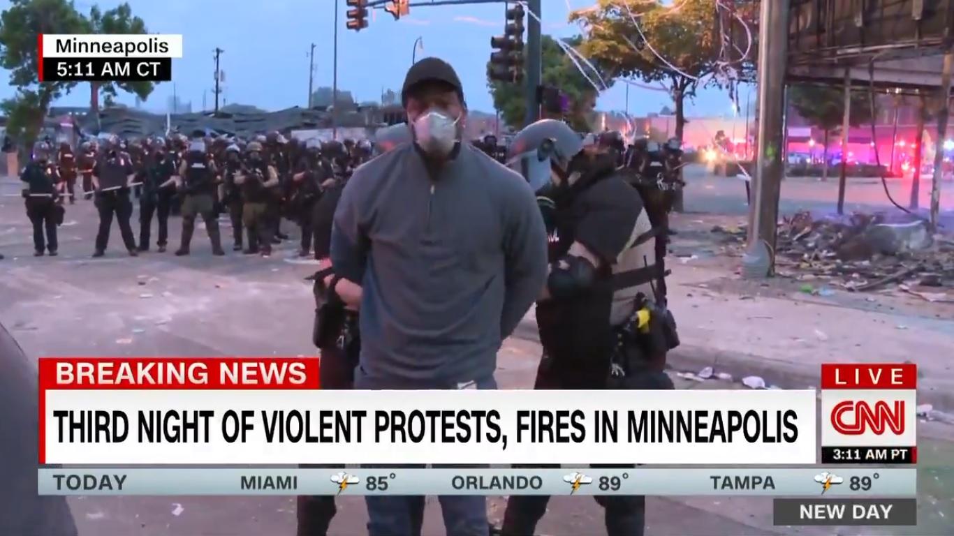 """Arrestation d'un reporter à Minneapolis : """"une bavure"""", pour une journaliste de CNN"""