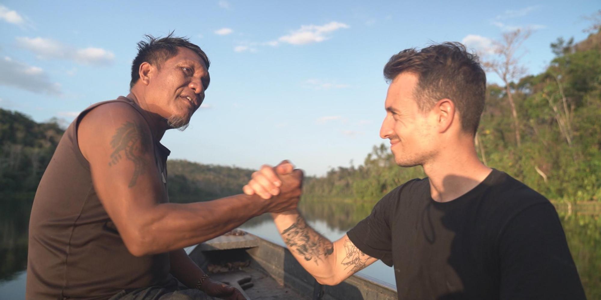 Amazonie : les coulisses de la rencontre entre Hugo Clément et les Guajajara