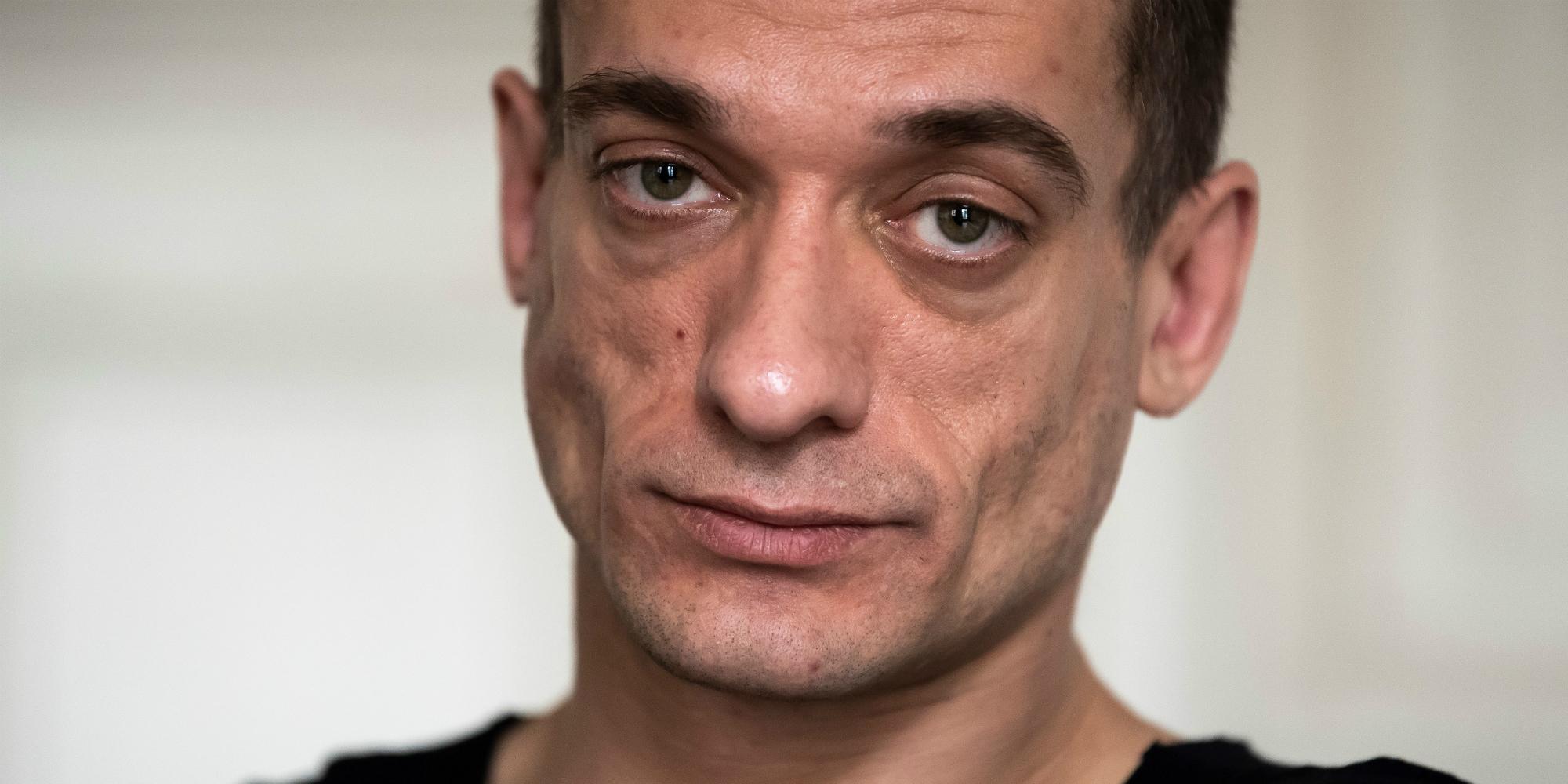 Dans le quartier parisien de la Mouzaïa, la vie de Piotr Pavlenski de squat en squat