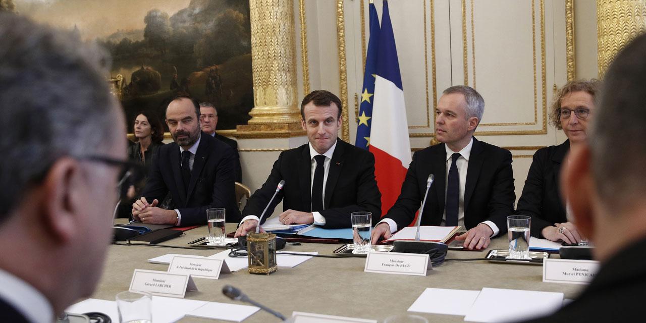 Emmanuel Macron chahuté par des Gilets jaunes aux Tuileries ? La vidéo intégrale est plus nuancée