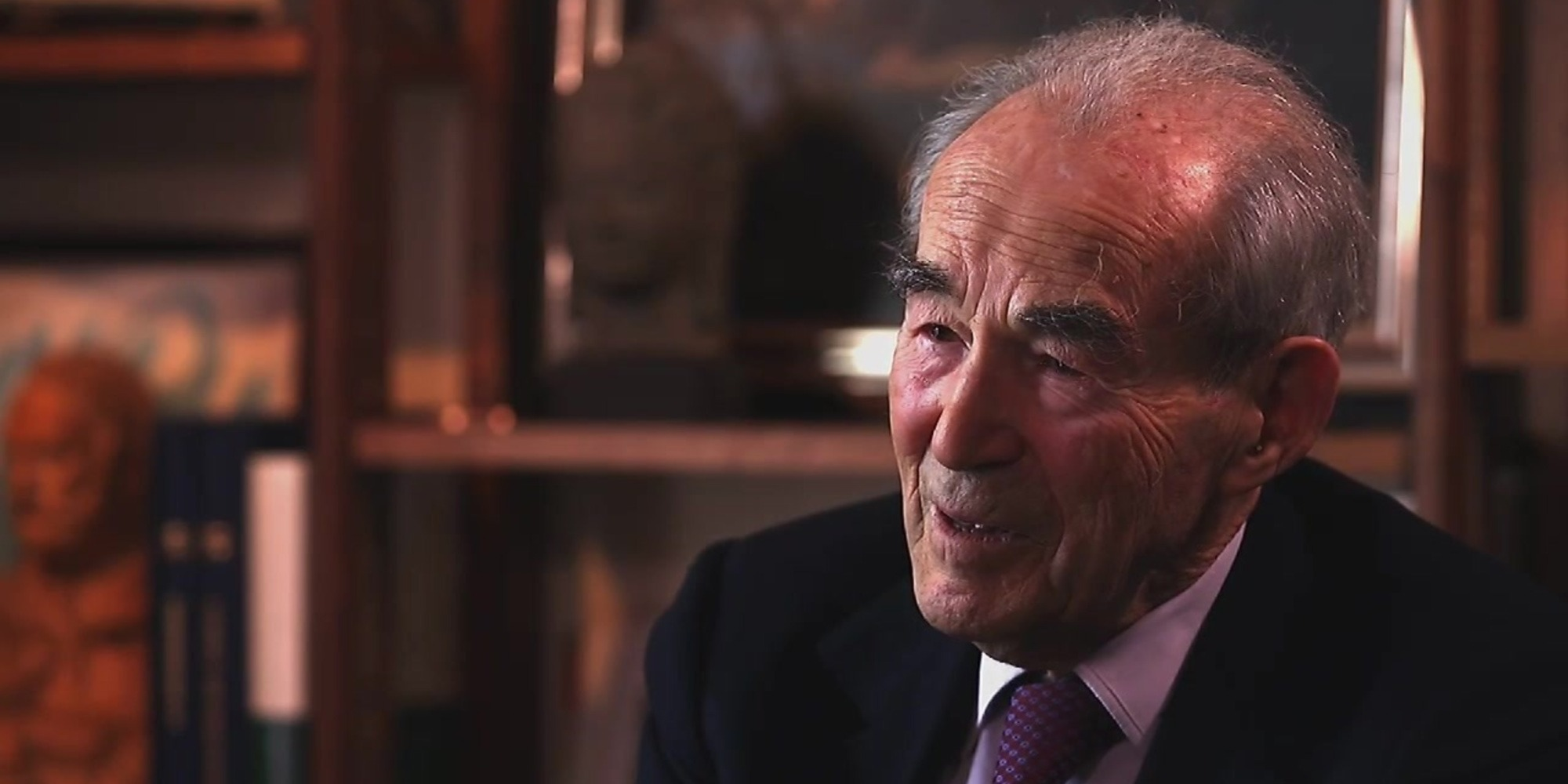 """""""Je les écoute avec un sourire de mépris"""" : Robert Badinter fustige les polémistes"""