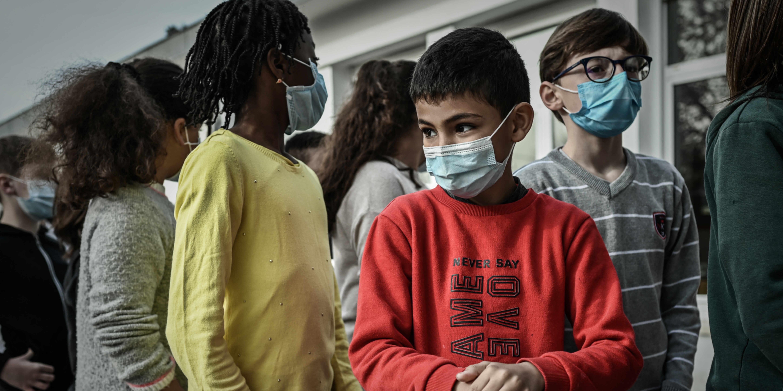 Covid-19 : faut-il faire tester les jeunes enfants présentant des symptômes ?