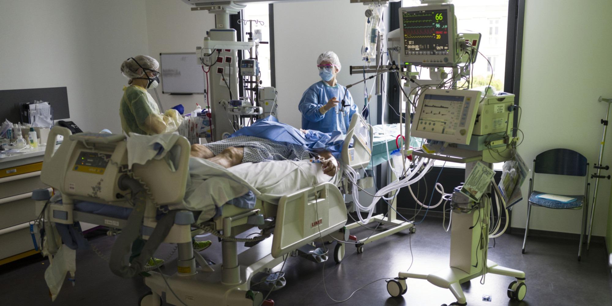 Covid-19 : la lente décrue se poursuit à l'hôpital