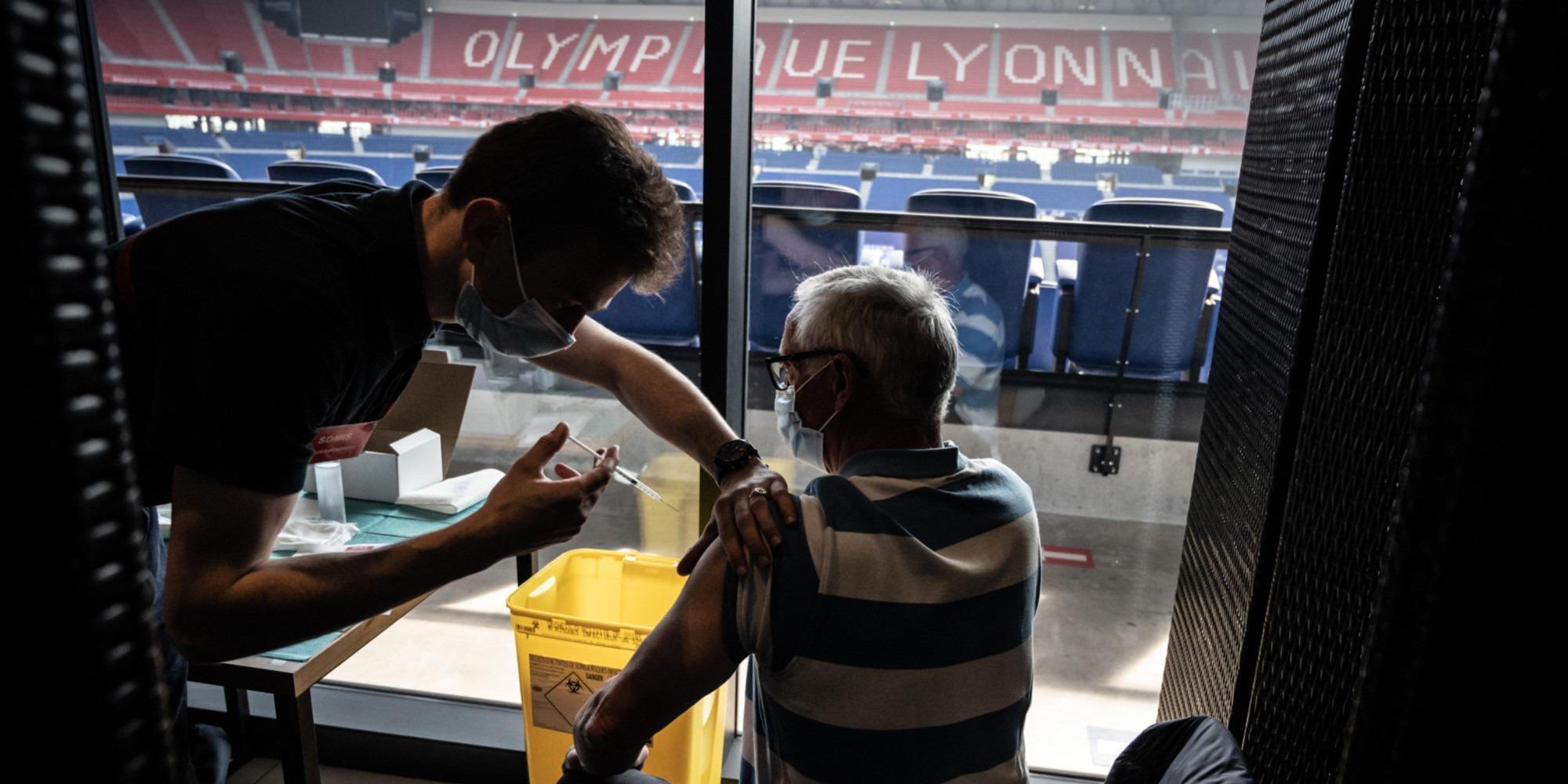 Les anciens malades du Covid-19 doivent attendre trois mois avant de se faire vacciner