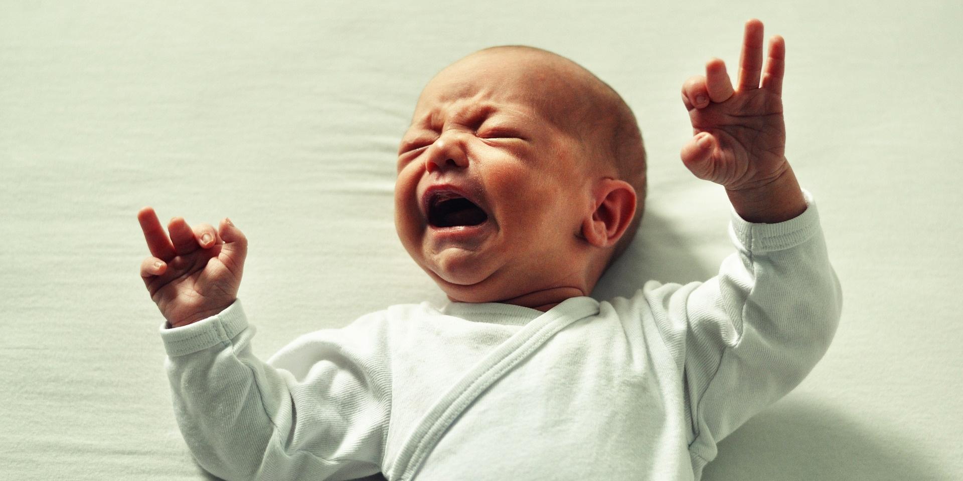 Symptômes, origine, soins possibles : que sait-on des coliques des bébés ?