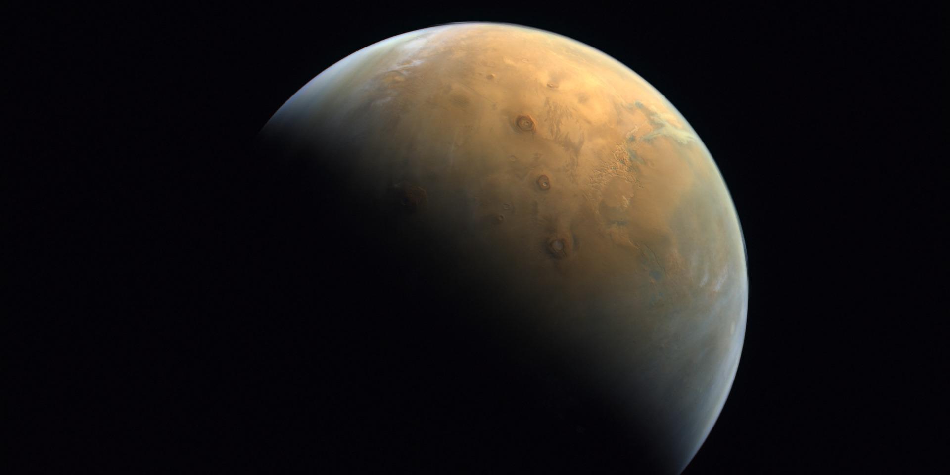 La Chine réussit à poser un petit robot téléguidé sur Mars