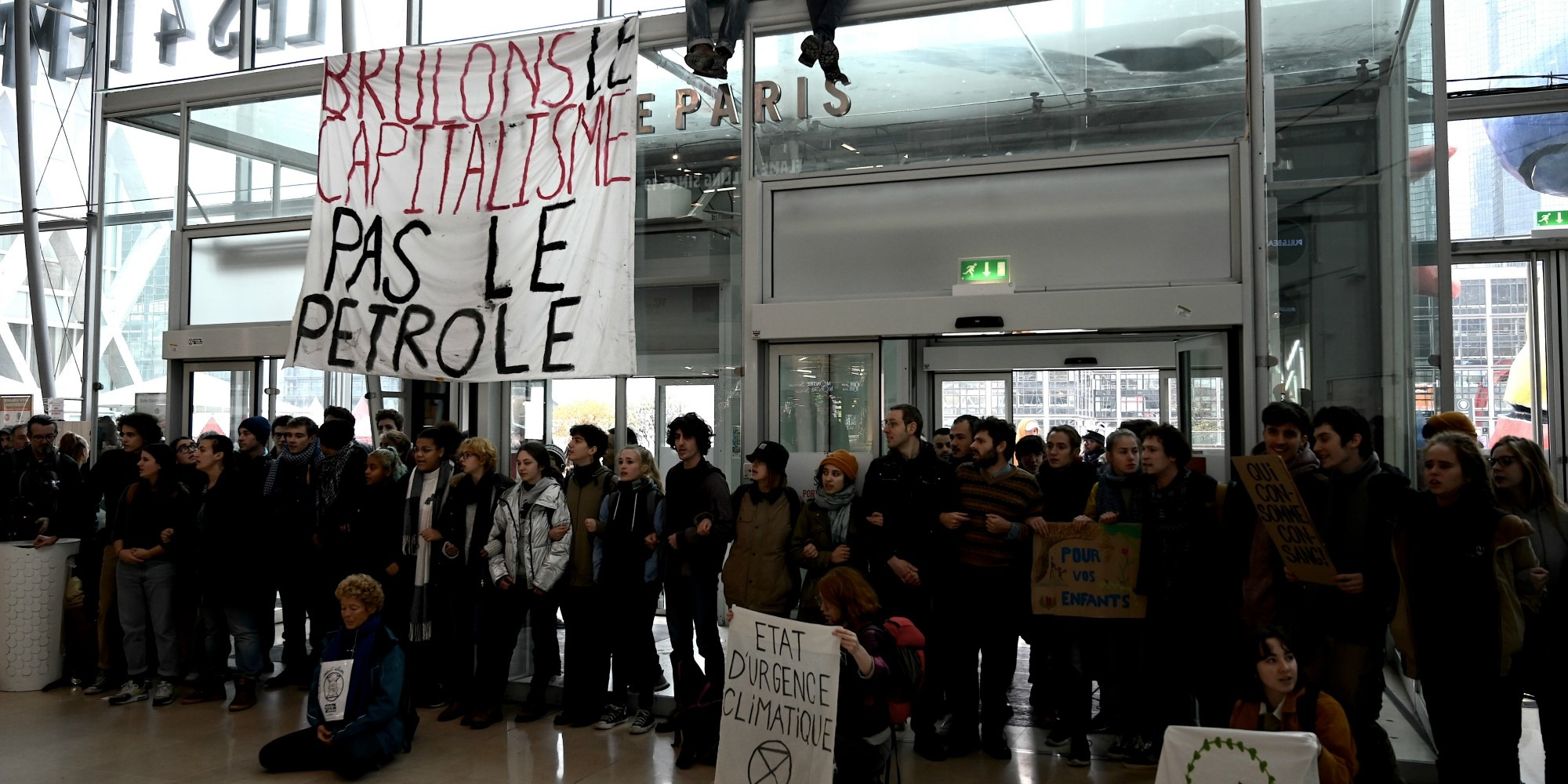 Anti Black Friday Action At Defense Activists Denounce A Symbol Of Ultra Capitalism And Over Consumption Teller Report