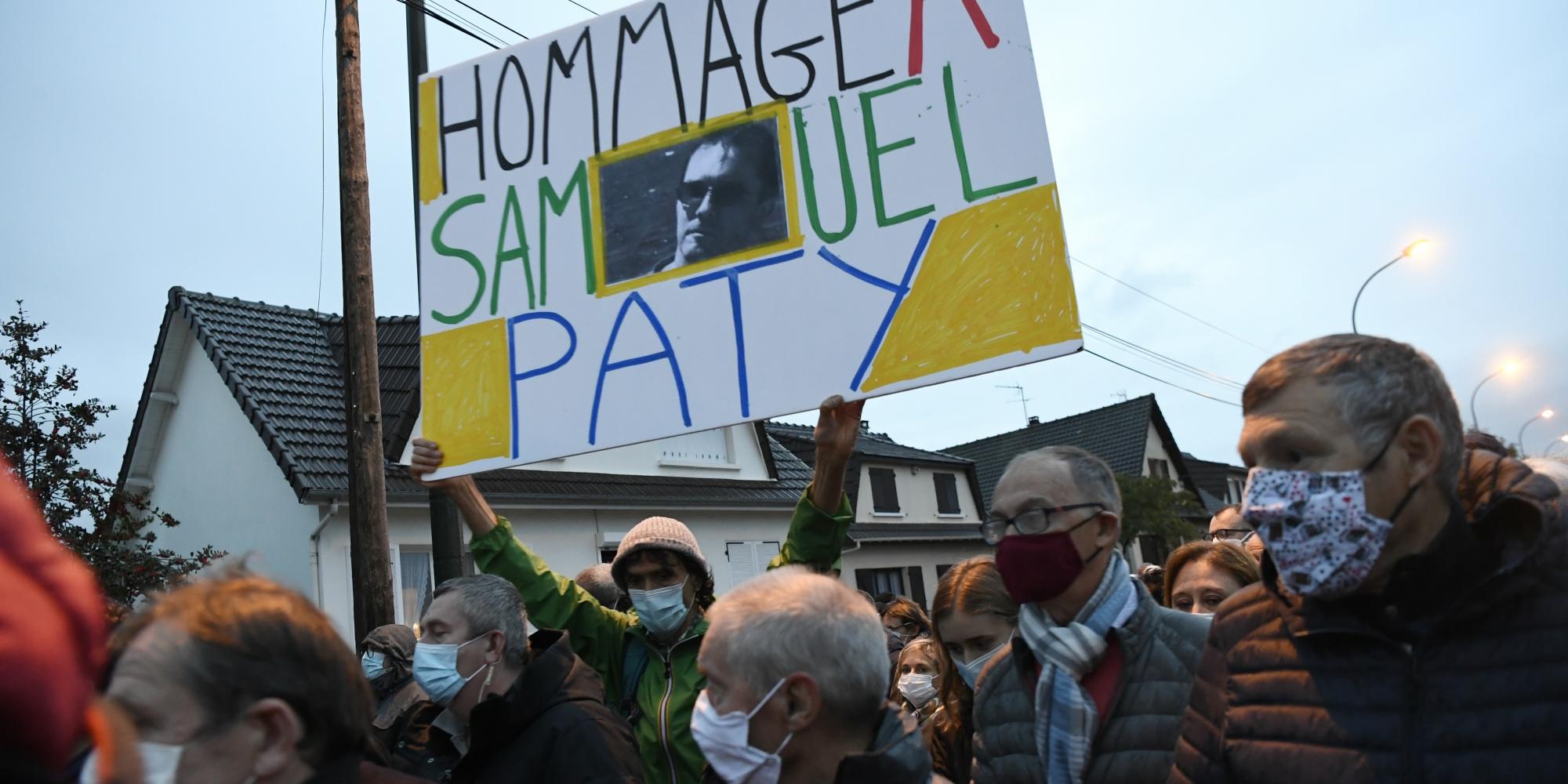 Attentat de Conflans : l'émouvante marche blanche en hommage à Samuel Paty