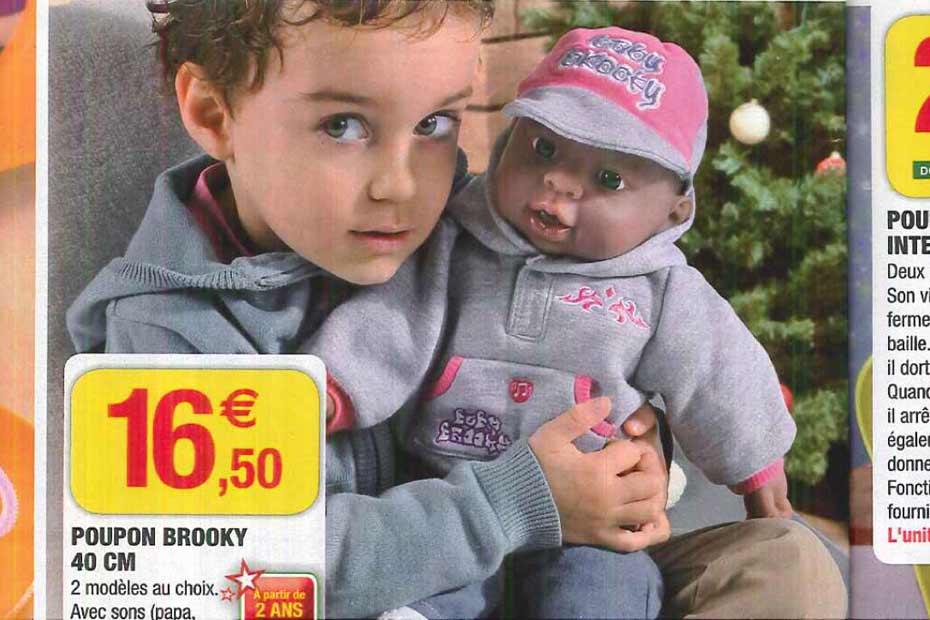 sélection premium 4f4c0 d1232 Chez Super U, le garçon joue à la poupée