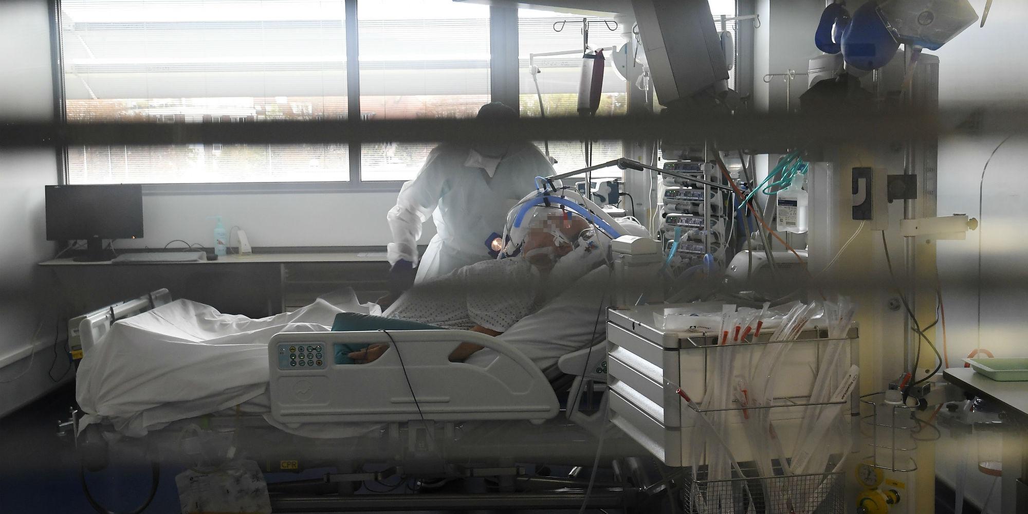 Covid : plus de 23.000 nouveaux cas en 24h, la situation épidémique reste à un niveau élevé - Europe 1