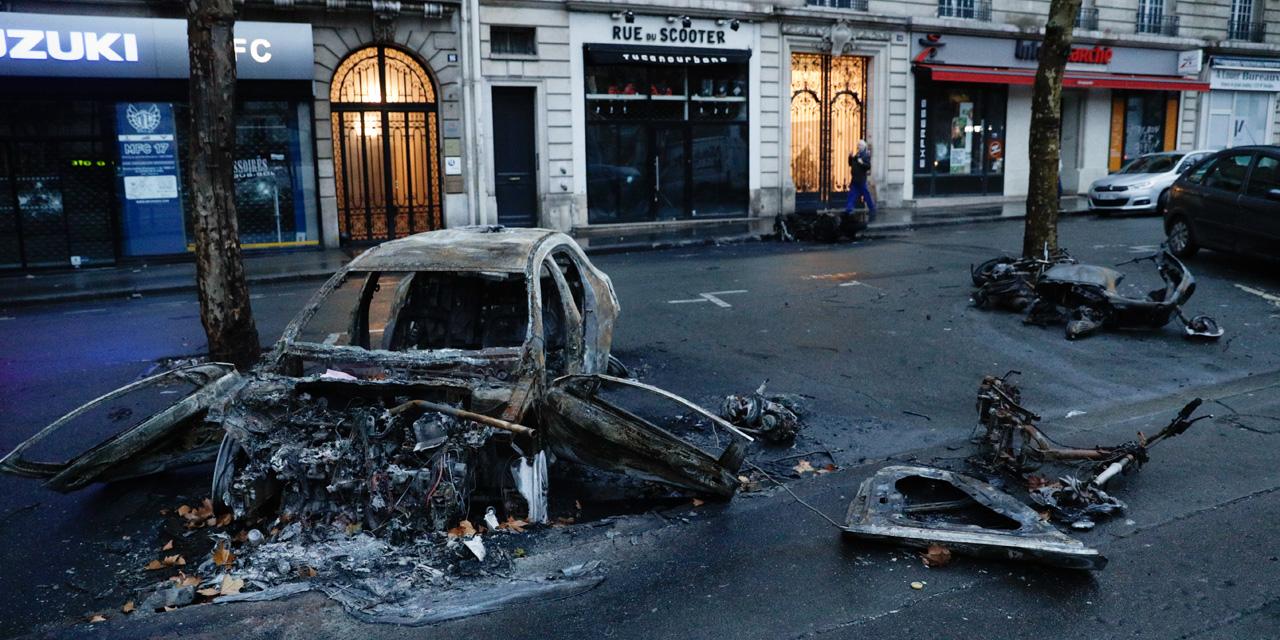 En Images Gilets Jaunes Paris Se Reveille Dans Le Chaos