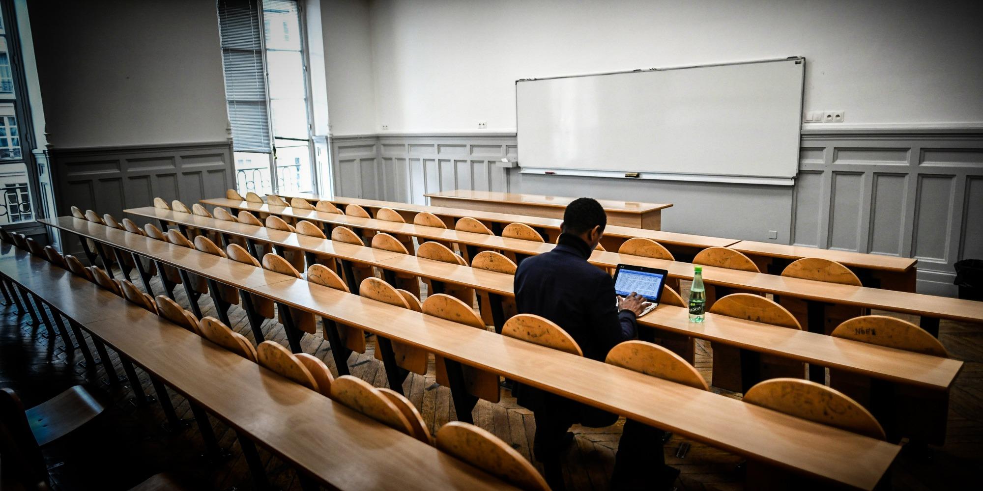 Les étudiants de retour en demi-groupe à la fac, entre soulagement et inquiétude