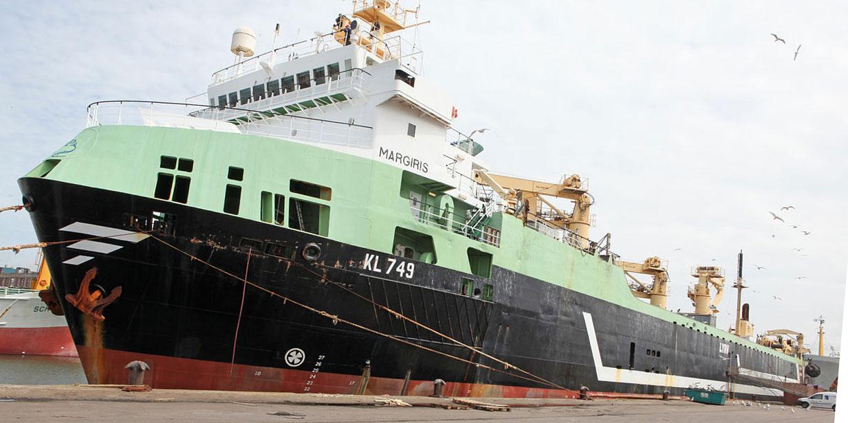 """""""Il va tout massacrer"""" : un immense bateau-usine inquiète les pêcheurs boulonnais"""