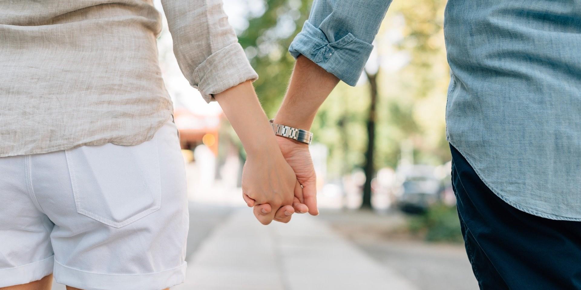 LA QUESTION SEXO - Pourquoi mon copain change-t-il complètement de comportement en public ?