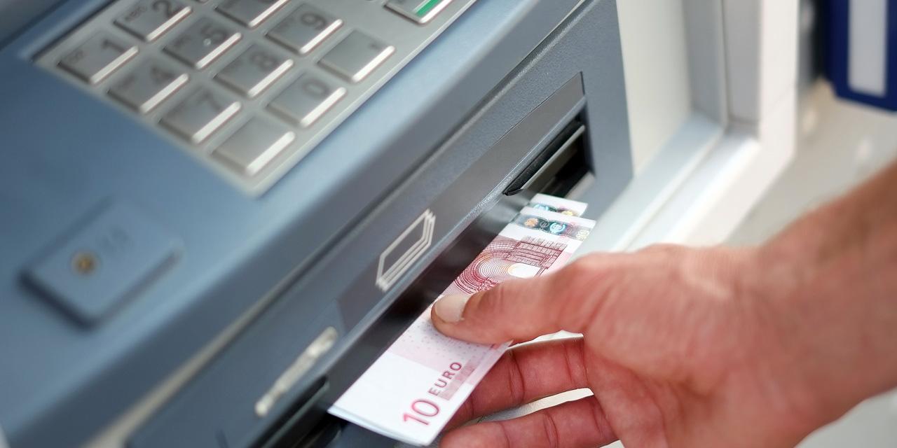 Ils usaient d'un système de piratage ultra sophistiqué pour dévaliser des distributeurs