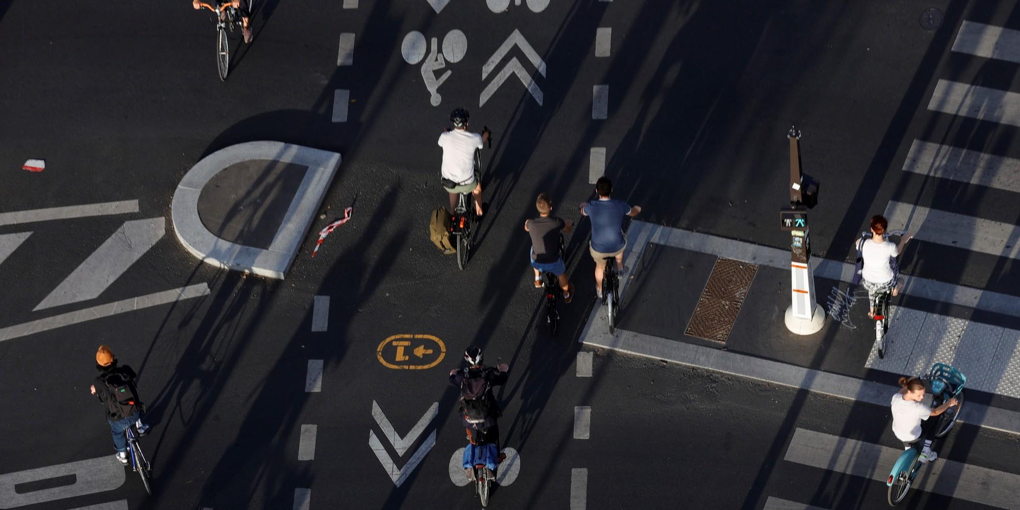 """""""On a les yeux partout"""" : la difficile cohabitation entre cyclistes et piétons parisiens"""