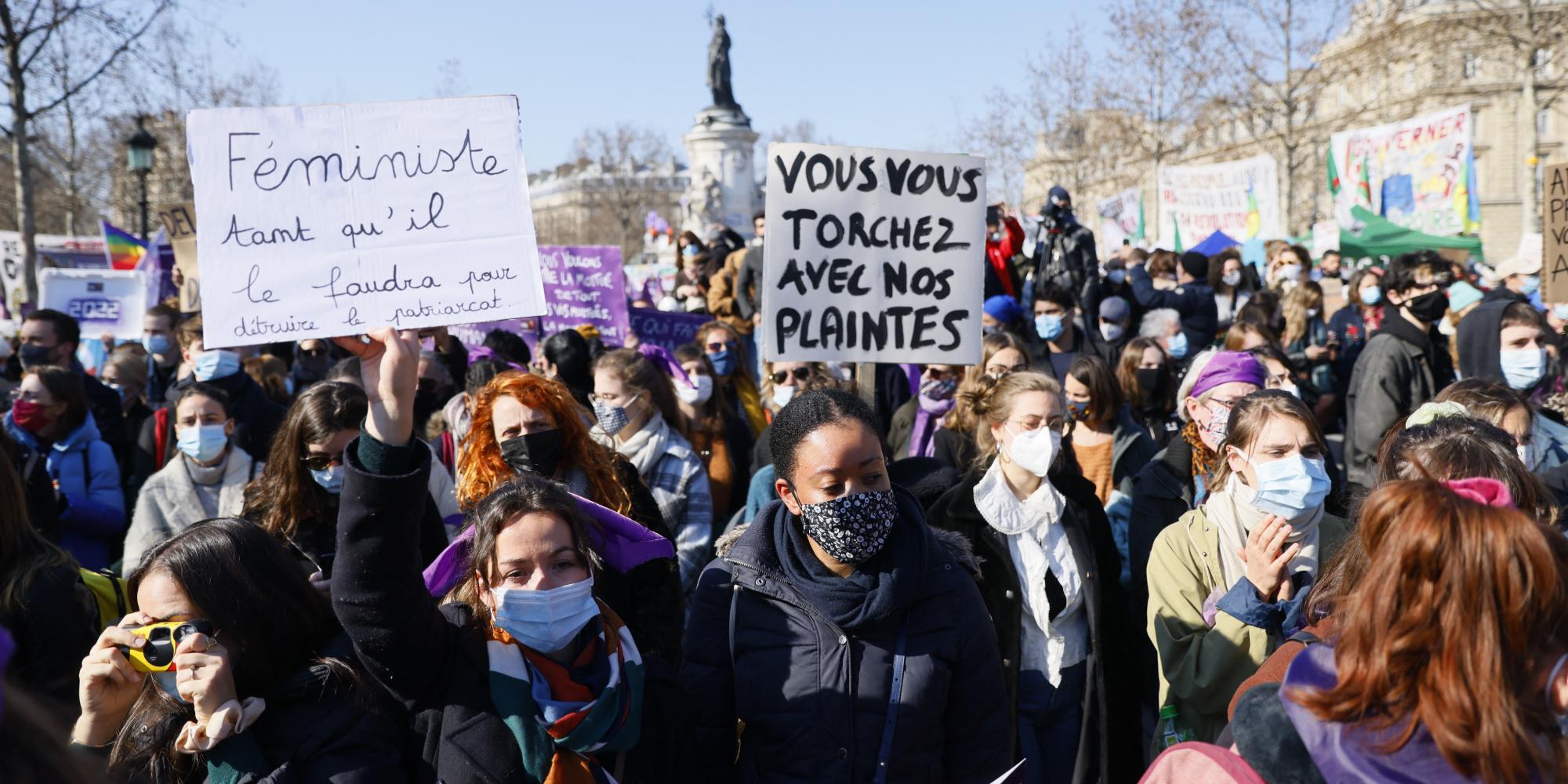 Rassemblement à Paris pour les droits des femmes, appelées à la