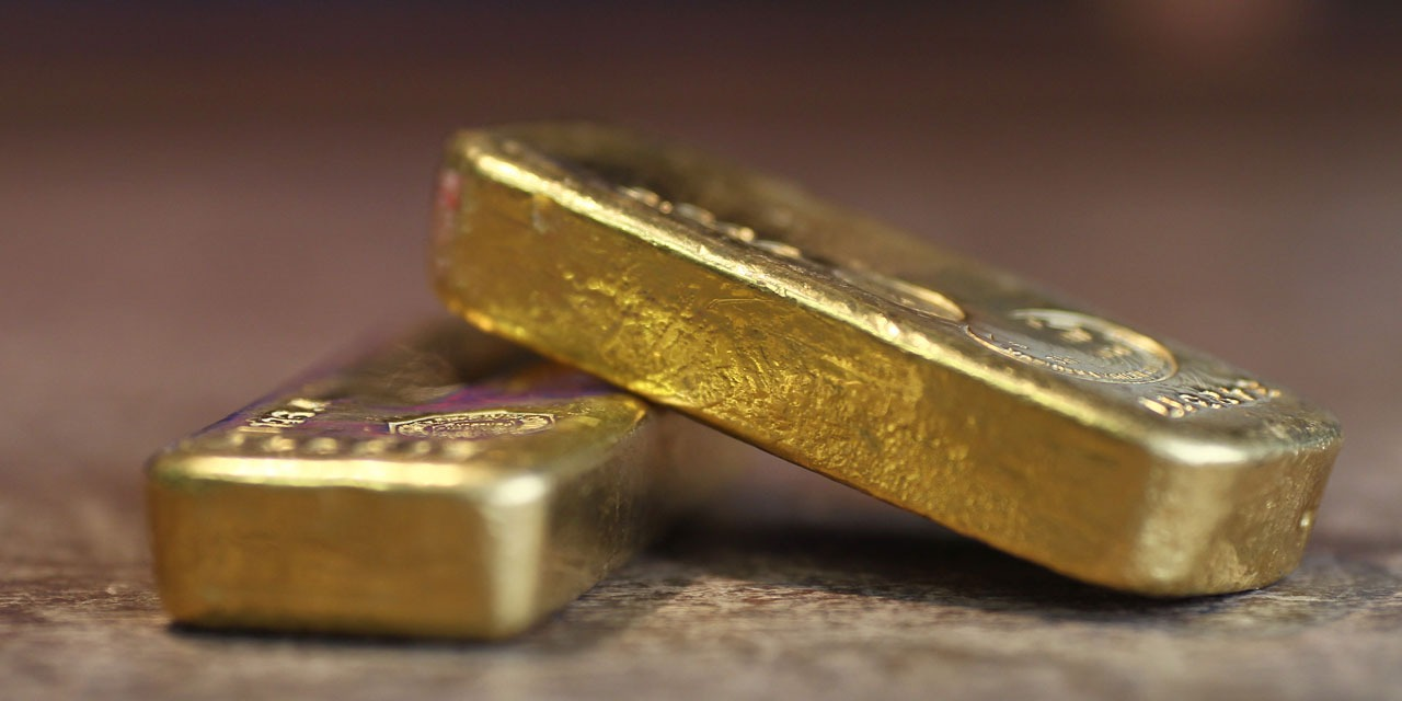 A worker receives half a million euros after finding gold bars: