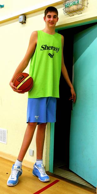 photos officielles 19c40 ae979 Basket : Pourchot, 2,22 m, affole les compteurs