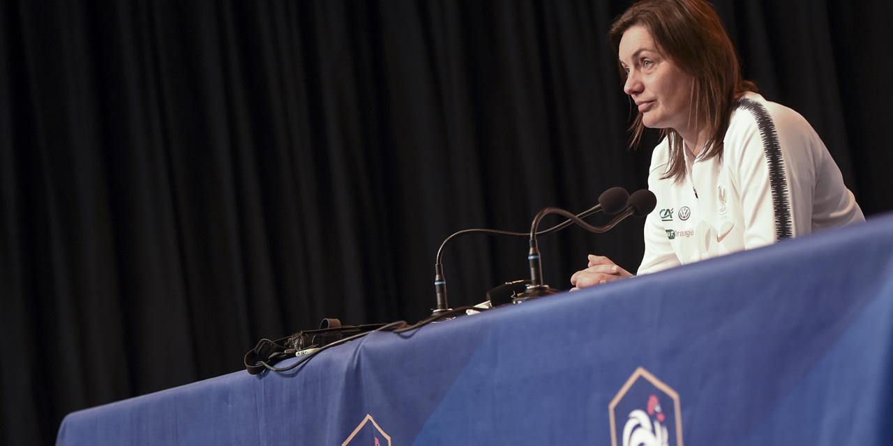 """Football : la vice-présidente de la FFF défend les """"bons résultats"""" de Corinne Diacre"""
