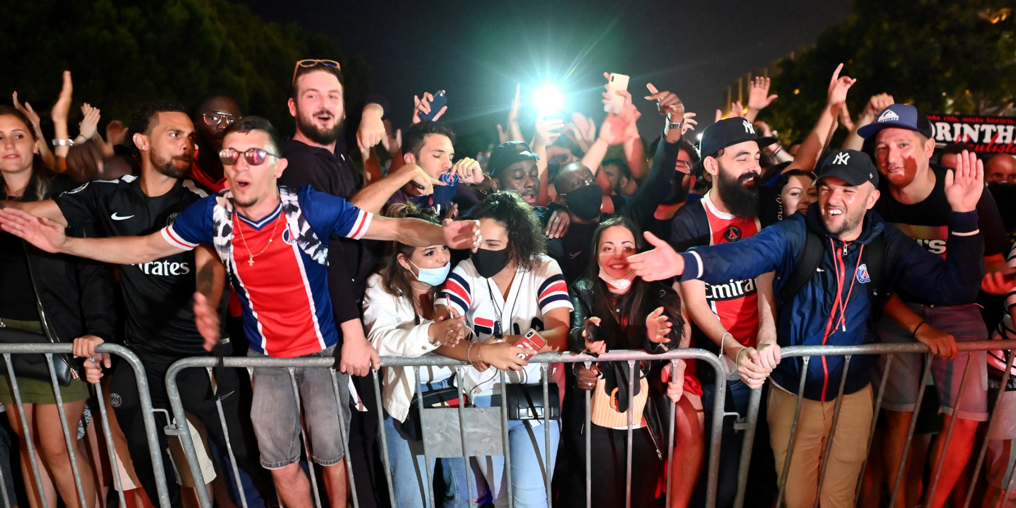 We Savor In Lisbon Psg Fans In Heaven After Qualifying For The Final Teller Report
