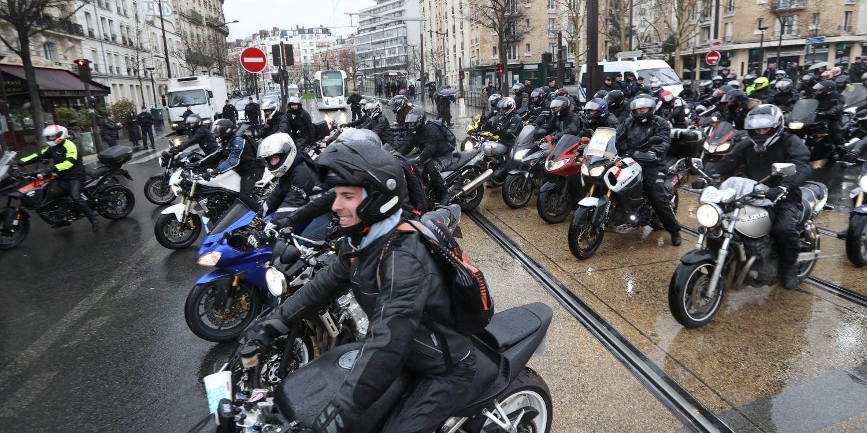 Bientôt des vêtements de moto qui durcissent en cas de choc
