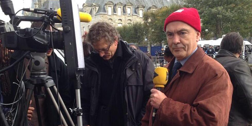 bonne qualité toujours populaire sélectionner pour plus récent A Quimper, le député Marc Le Fur coiffe le bonnet rouge